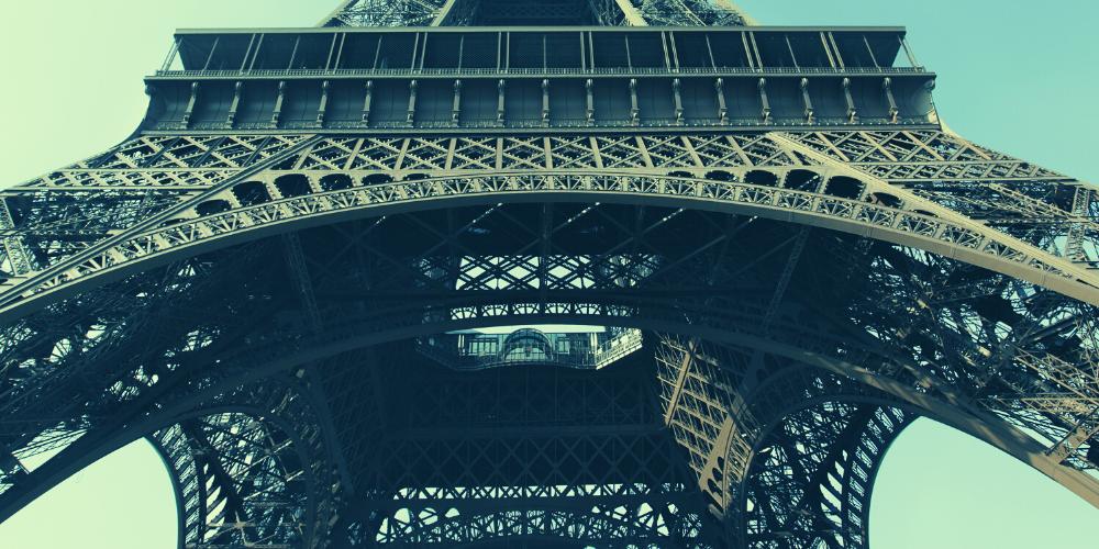 Tour Eiffel vue de dessous
